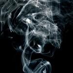 Bildquelle: https://pixabay.com/de/rauch-schwarz-wei%C3%9F-kurve-298243/